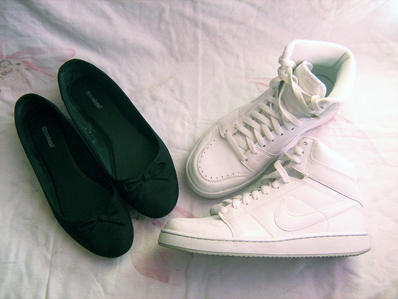 black flats bows deichmann, white nike sneakers, black and white
