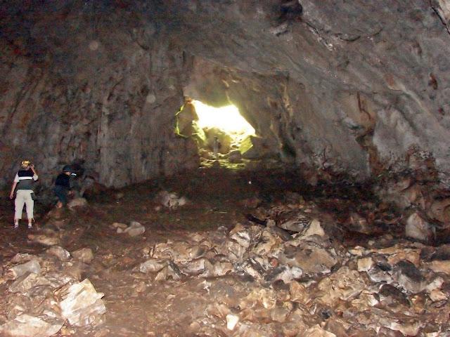 Карстовые пещеры - огромный зал пещеры Холодная (Суук-Коба)