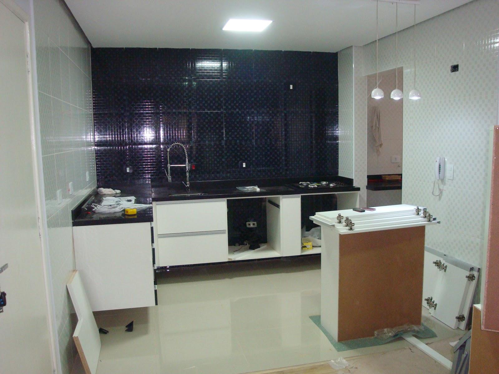 sem a bancada do centro da cozinha ela foi para corte na marmoraria #65442D 1600 1200