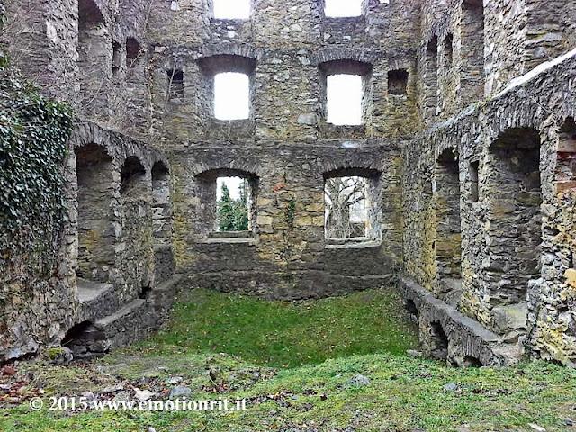 Visitare le rovine del castello di Hoentwiel, nella regione del Baden-Württemberg in Germania
