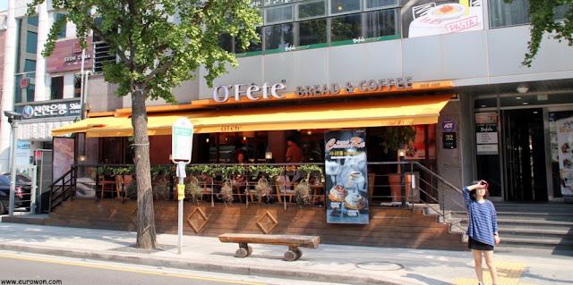 Cafetería en el barrio francés de Seúl