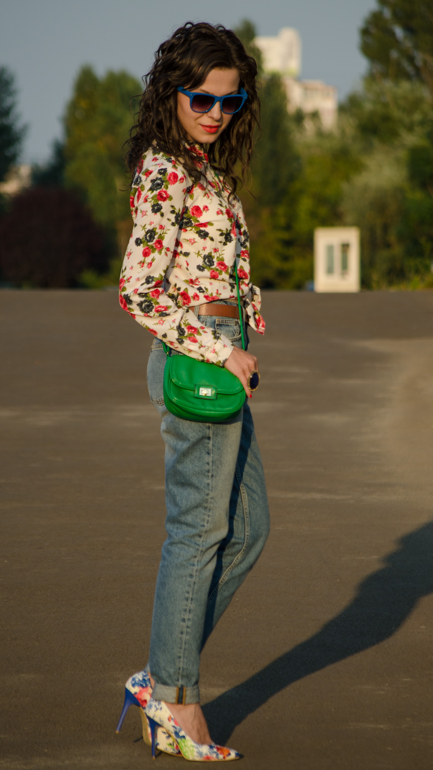 mom jeans h&m flowers heels little green bag satchel shirt koton
