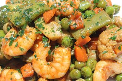 Menestra de verduras con langostinos