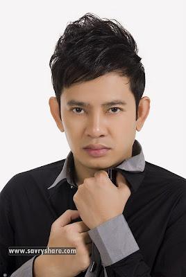 Karona Pich Khmer Singer