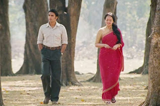 Ranveer Singh as Varun Shrivastav, Sonakshi Sinha as Pakhi, in Lootera, strolling in the garden, Directed by Vikramaditya Motwane