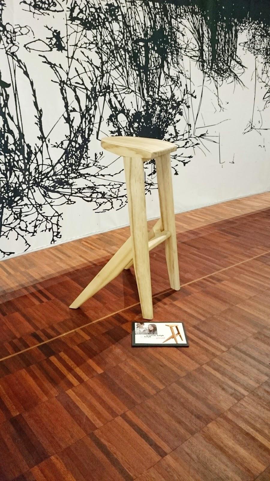 drewniany stołek,ekodesign,hoker drewnianey,drewniany mebel,jaki stołek do kuchni,designerski stołek,hoker nowoczesny,projekt stołka,prototyp hokera drewnianego