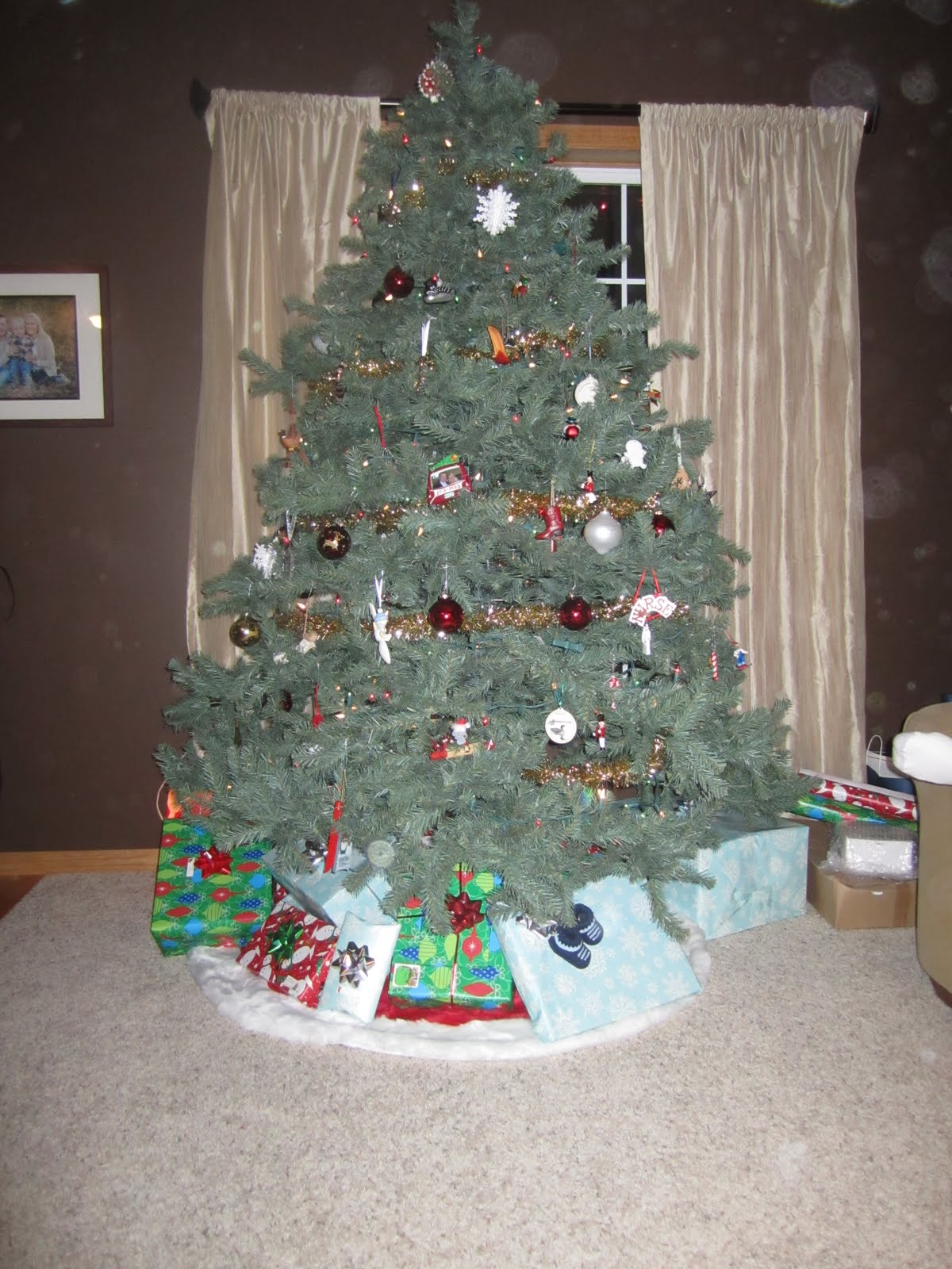 Christmas Decorations At Haskins : The haskins family month belly picture christmas is