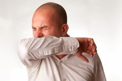 sneeze pepper man_coughing_into_arm - لماذا يعطس الانسان عندما يشم الفلفل الأسود - رجل يعطس يكح