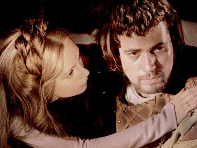 the influences lady macbeth has on Lady macbeth's ambition far exceeds macbeths and so she is able to get  macbeth to agree with her to kill king duncan macbeth still has a conscience at  this.