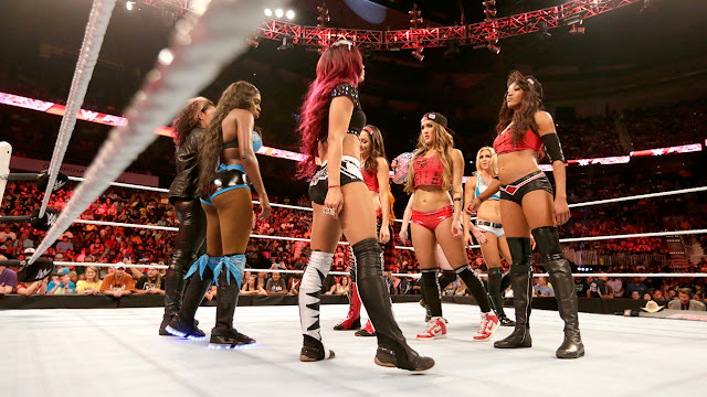 beautiful women wrestling