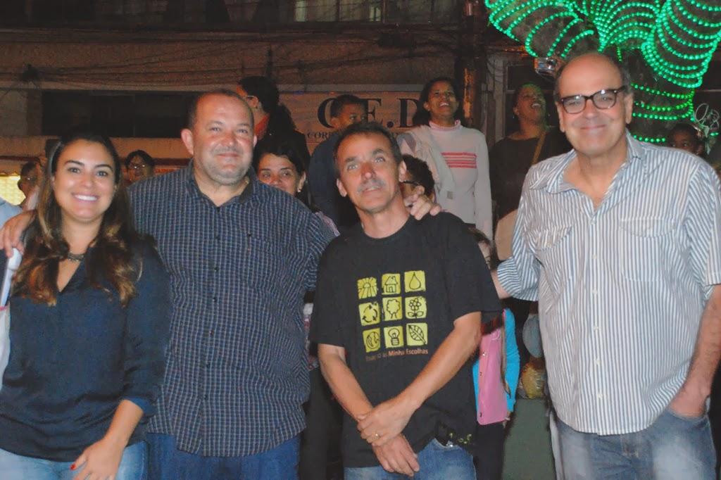 Acompanhado da esposa, o vice-prefeito, Márcio Catão prestigiou o evento, ao lado do Secretário de Cultura, Wanderley Peres, e do subsecretário, Ronaldo Fialho, coordenador de toda a programação artística