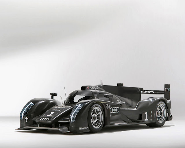 Front picture of Audi R18