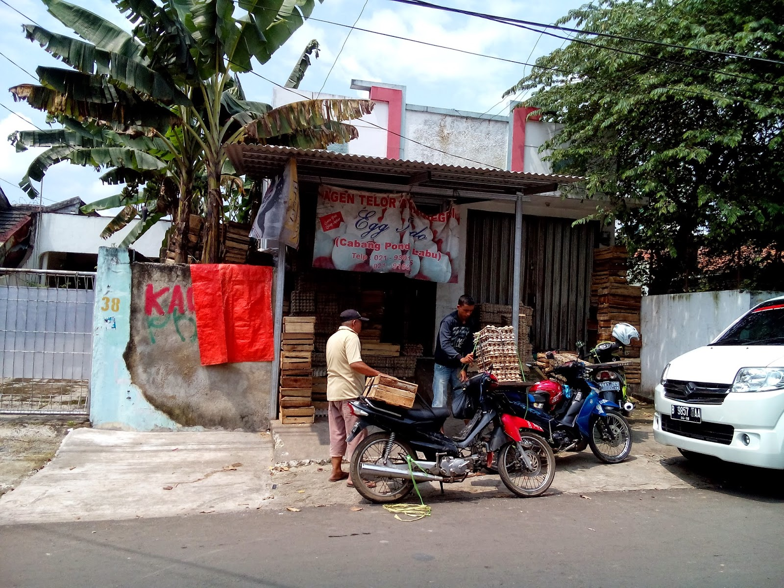 http://hendrasuhendra176.blogspot.com/2014/05/pengalaman-menggunakan-hp-sony-xperia-c.html