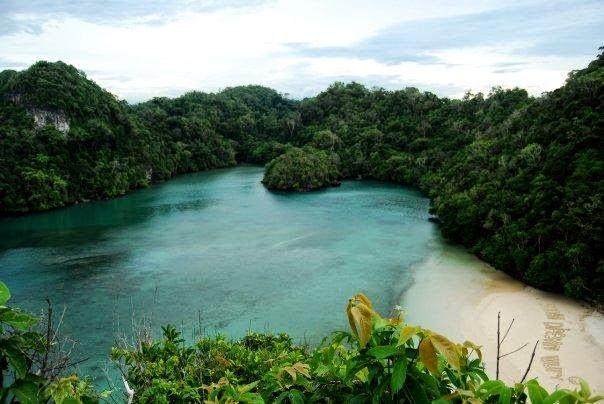 Pemandangan indah Pantai Sendang Biru