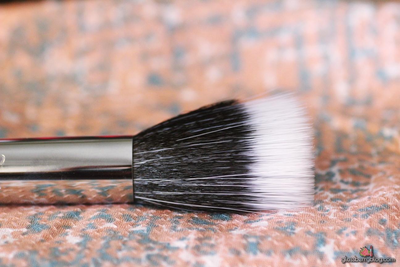 sigma f80  duo fibres fibre liquid cream blush highlighter brush review סקירה המלצה דואו פייבר מברשת פנים מומלצת לסומק נוזלי שימר קרמי סיגמא סיגמה בלוג איפור וטיפוח לוסברי
