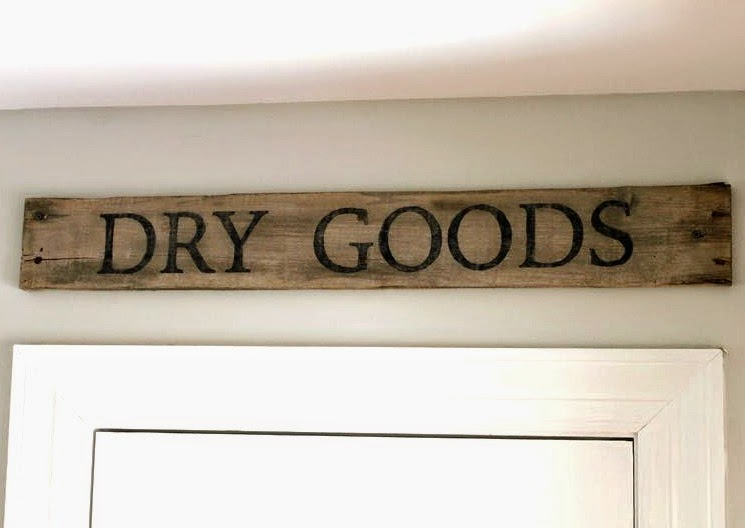 Make your own DIY Pallet Wood Sign in a few hours.  Jen @ Noting Grace gives the full tutorial in this post!