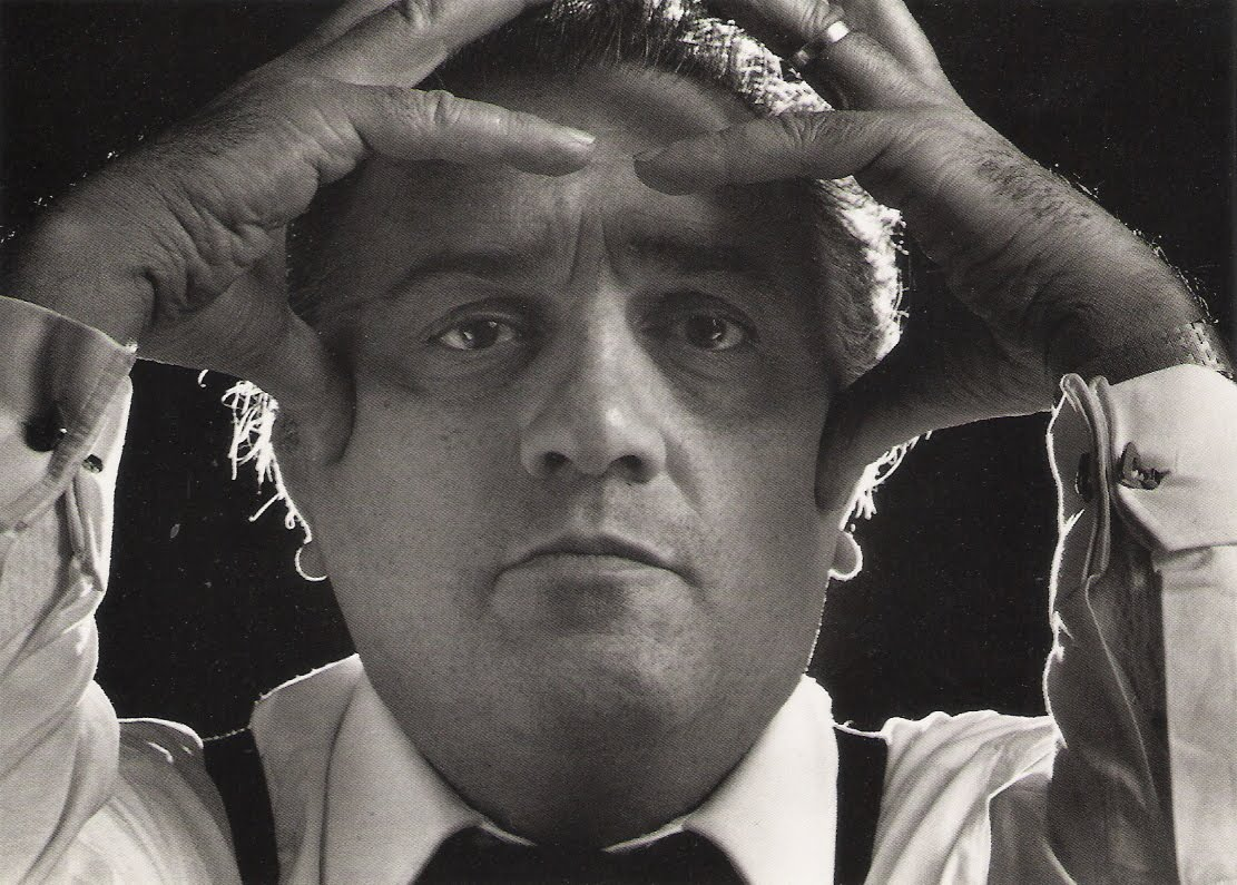 http://1.bp.blogspot.com/-Bk4-9IwwvIo/T2-QMf-vRpI/AAAAAAAAn18/mz2252UNmmE/s1600/Federico+Fellini.+The+Plaza.+New+York+City.+1970.jpg