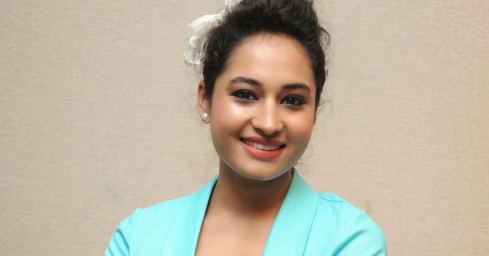 Actress « Vainavi « Cleavage show « Glamour actress