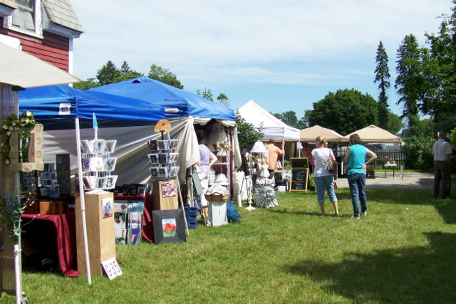Becoming arts and crafts show reviews 2011 june and july for Old deerfield craft fair