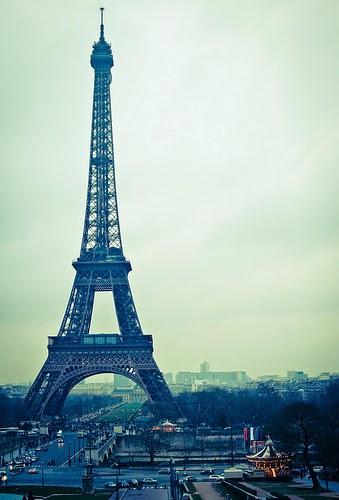 Menara Eiffel yang Sangat Keren