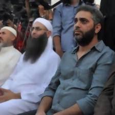 الشيخ احمد الأسير الحسيني بجانب فاضل شاكر