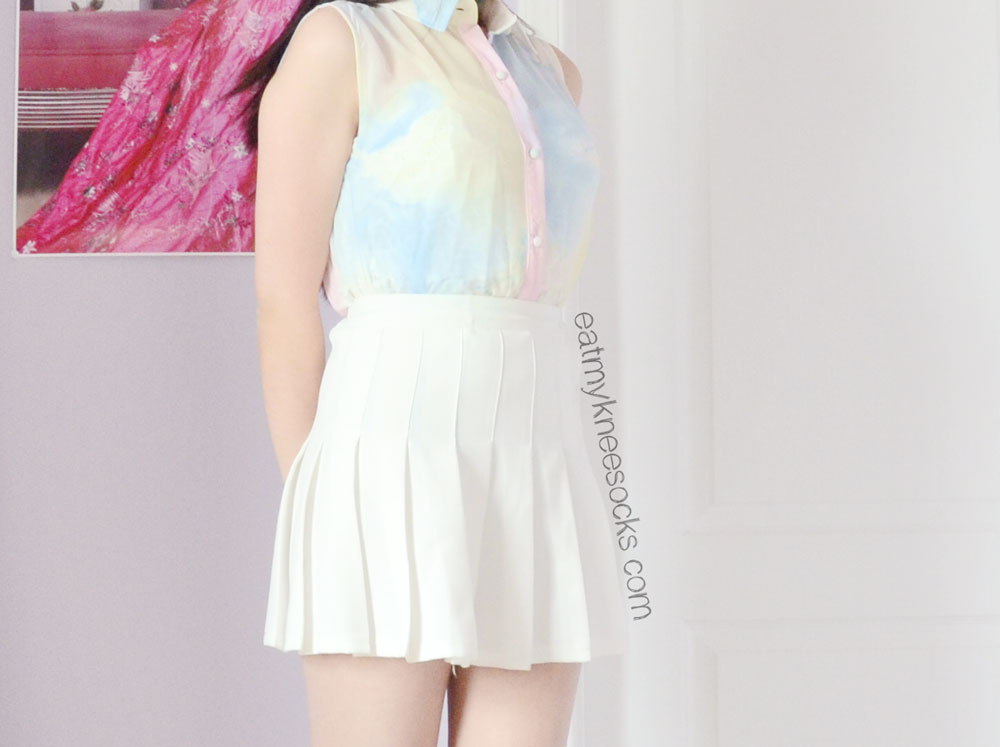 Romwe's unique pastel watercolor-print abstract shirt pairs nicely with a simple pleated white tennis skirt for a cute springtime OOTD.