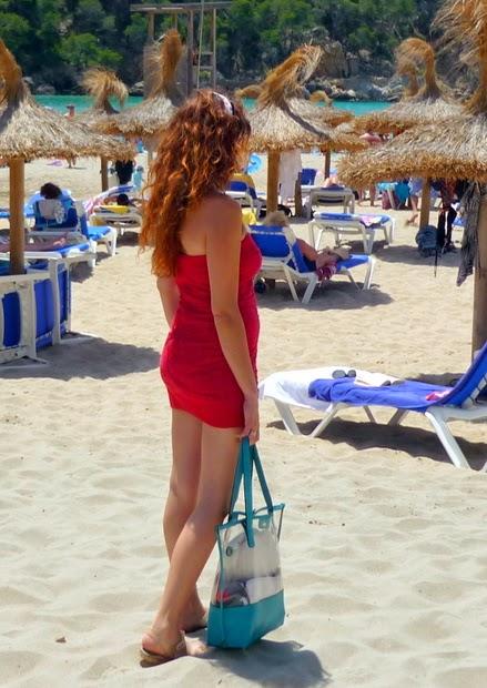 vestido rojo playa