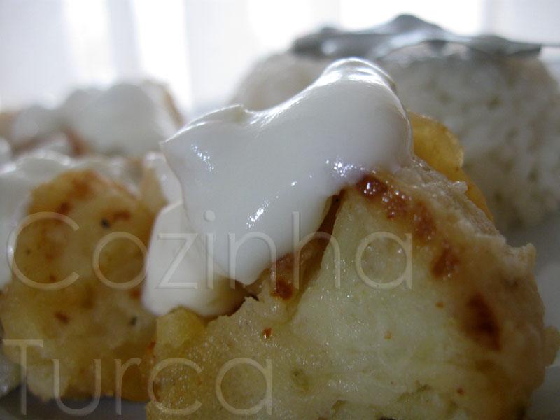 Fritos de Couve-Flor com Molho de Iogurte e Alho (Karnıbahar Kızartması)