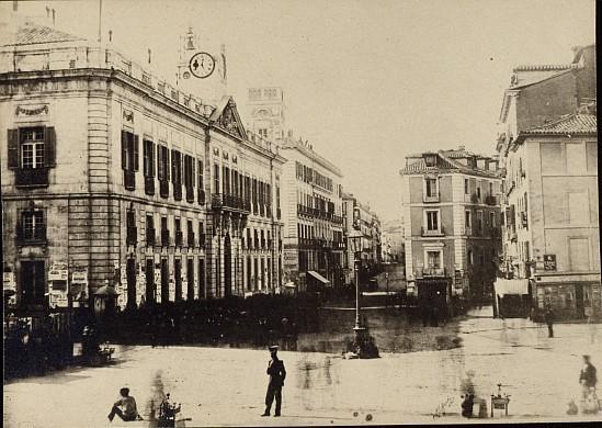 Por las calles de madrid la historia de la puerta del sol for Puerta del sol 4