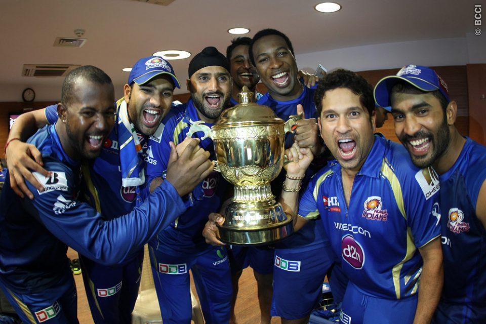 Harbhajan-Singh-Kieron-Pollard-Sachin-Tendulkar-celebrates-MI-Win-IPL-2013