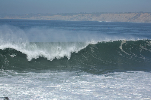 What are rogue/killer waves? Under what 2 conditions do they occur?