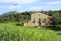La façana sud de la masia de l'Atalaia, antigament anomenada la Casa del Salt de l'Atalaya