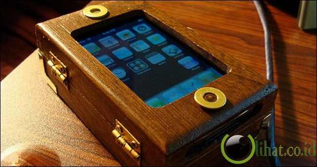 Steampunk iPhone clutch