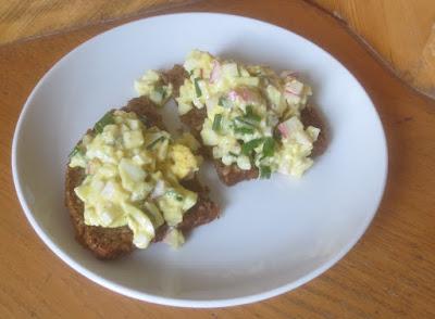 Eiersalat mit Radieschen und Schnittlauch