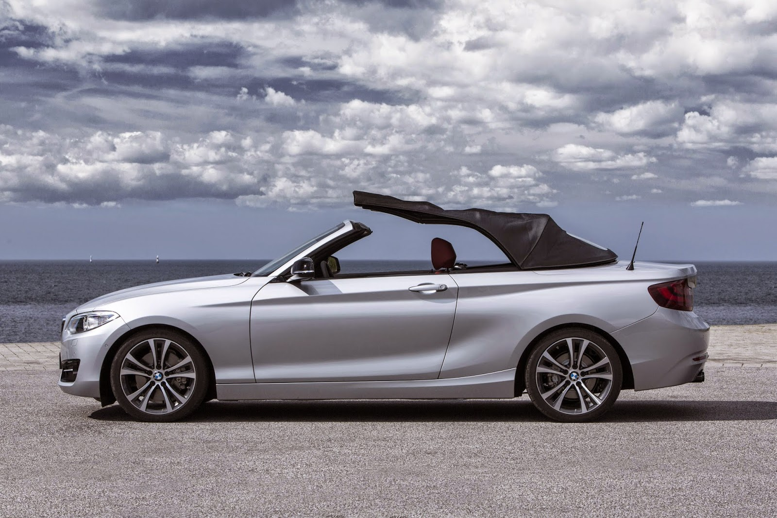 BMW 2 Series Convertible roof action
