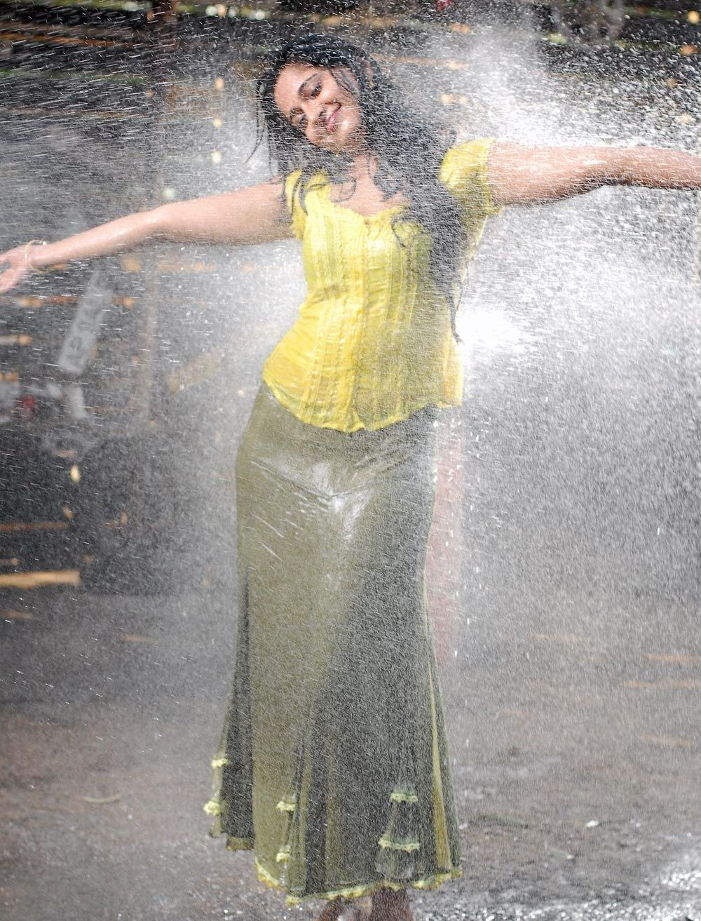 Anushka in wet yellow dress