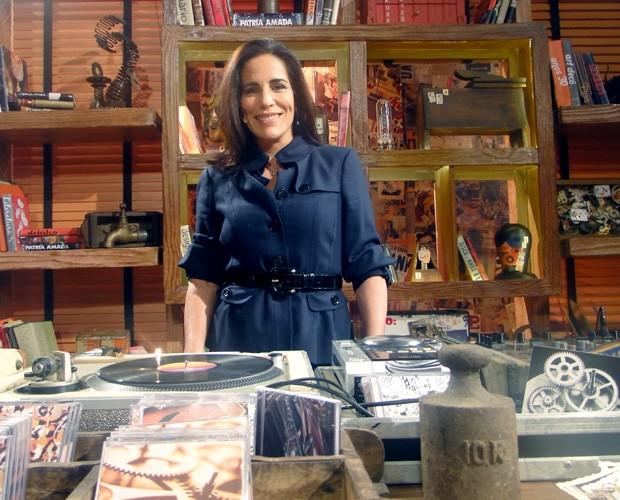Lésbica na ficção, Gloria Pires é a DJ do próximo Na Moral (Foto: Na Moral / TV Globo)