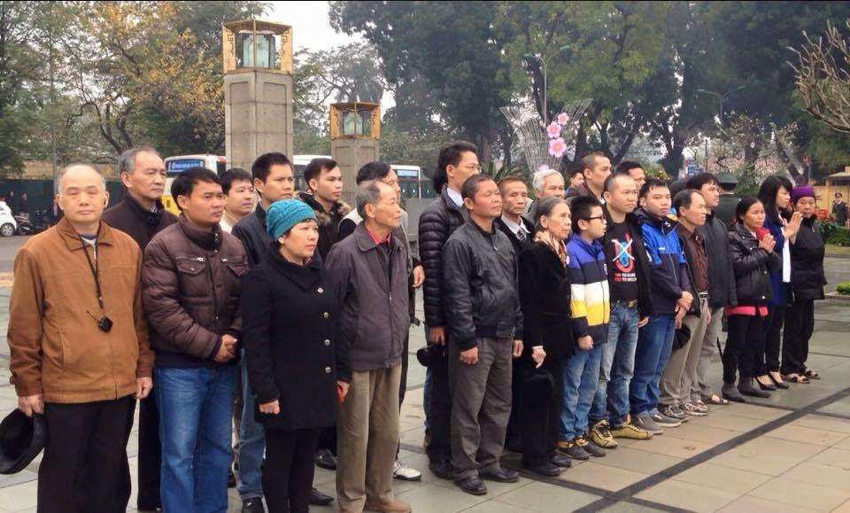 Đám No-U bày trò tưởng niệm liệt sỹ bị các CCB vạch mặt