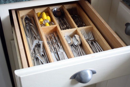 How to organize drawers in the kitchen the interior Organizing kitchen cabinets and drawers