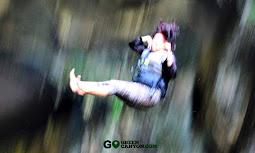 menguras adrenalin dengan loncat dari dinding gua