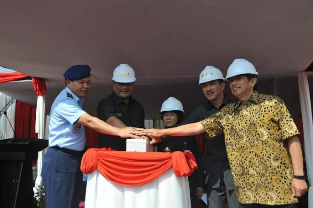 Simbolis Peletakan Batu Pertama Pabrik Jet Tempur KFX di Kawasan PT DI Bandung