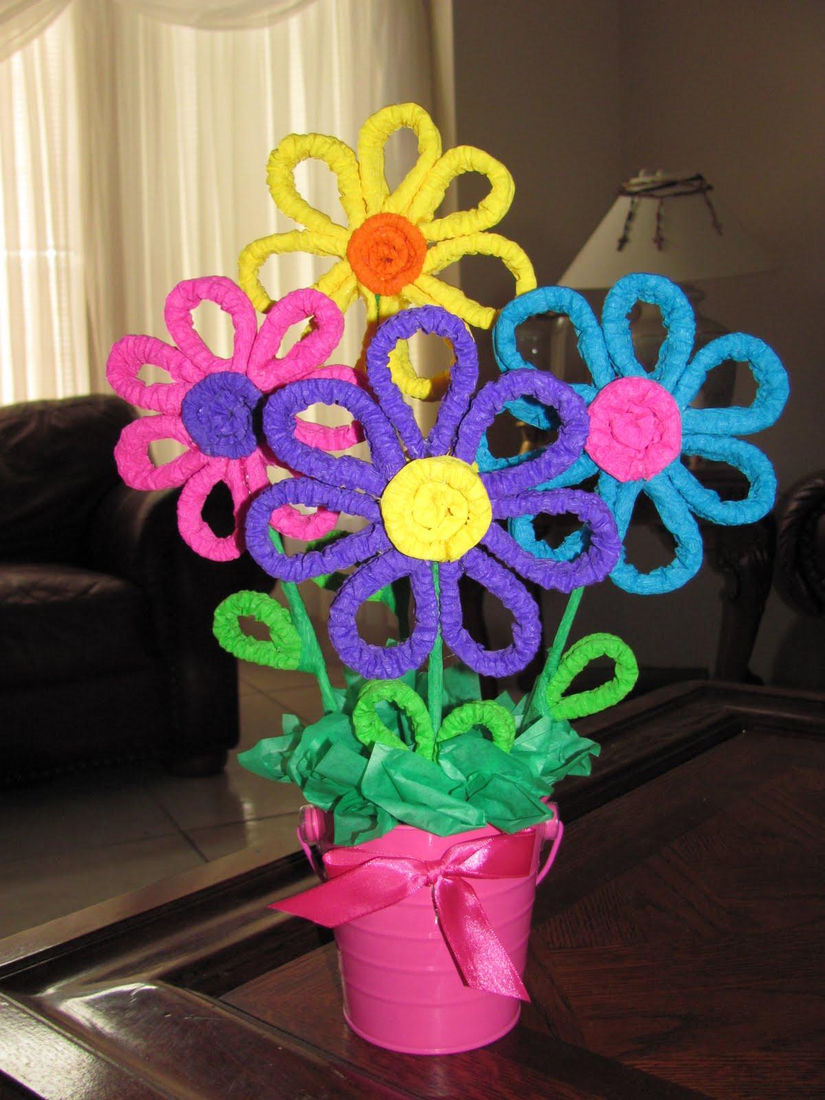LaS MaNuAliDaDeS dE CoNSuElo: arreglo con flores de papel crepe ...