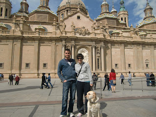 Pertinente foto en la Plaza del Pilar. Enfrente de la Basílica del Pilar. Zaragoza