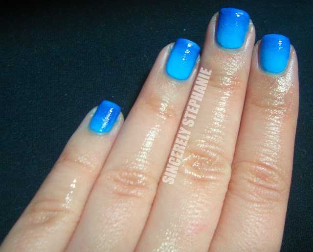 blue-gradient-nail-art