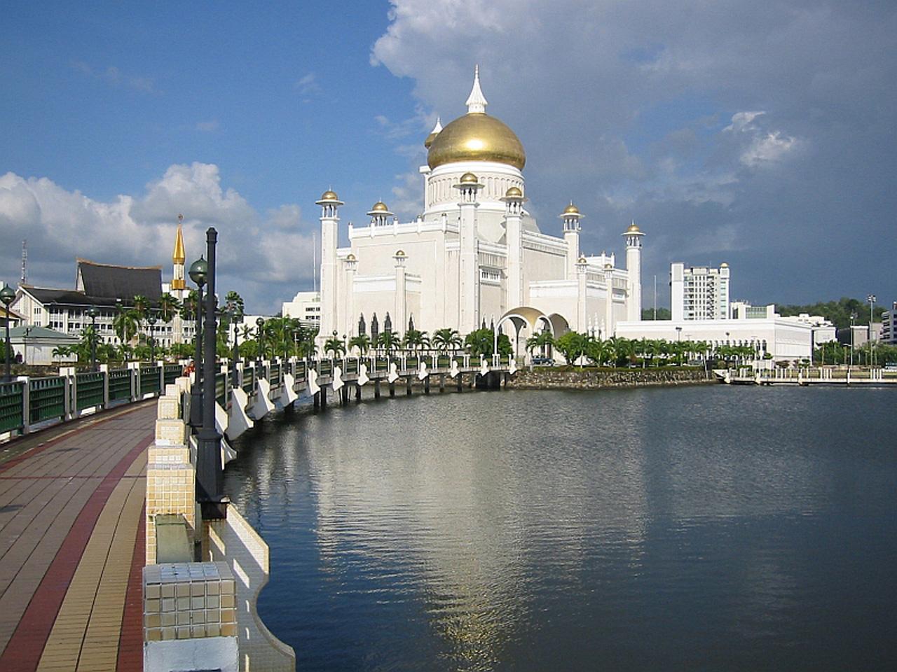 http://1.bp.blogspot.com/-Bmw8pYii9gA/TZxGzdMd3rI/AAAAAAAABzg/7kkq0RwWCbc/s1600/Sultan-Omar-AliS-aifuddin-Mosque+%252811%2529.jpg