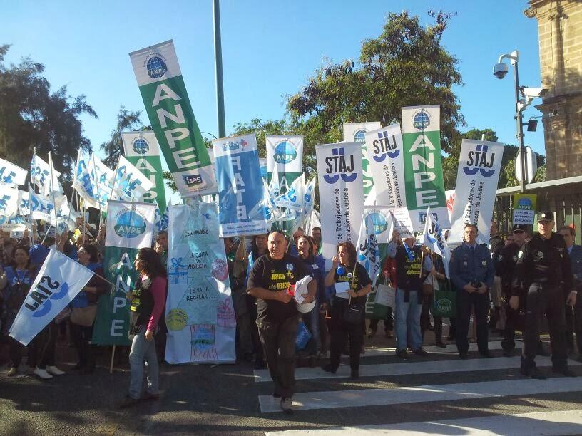 14-11-2013 Concentración Parlamento Andalucía sindicatos profesionales