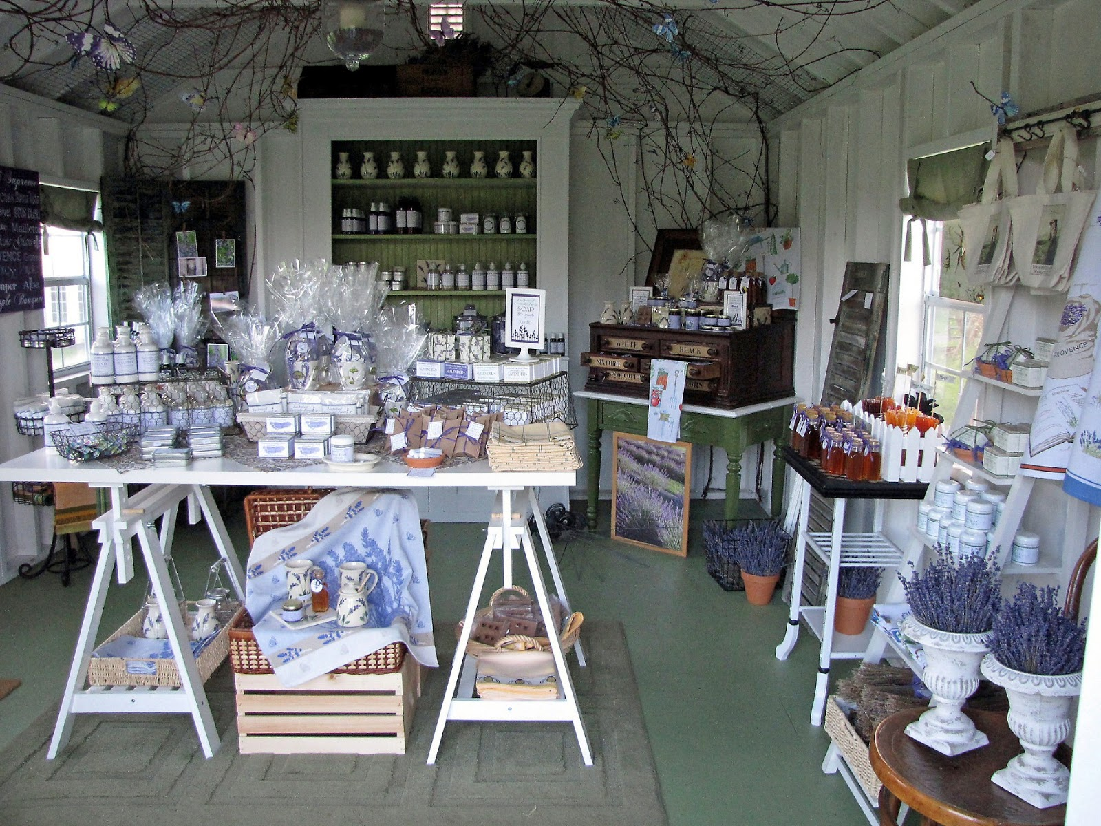 Lockwood lavender farm lockwood lavender farm lavender for Retail shop display ideas