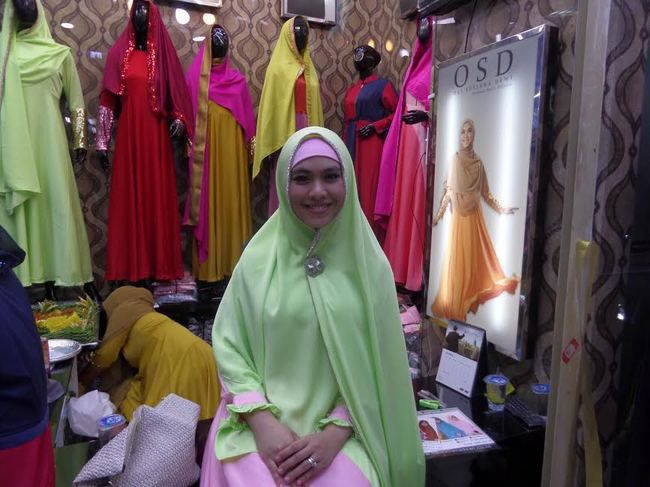 OSD by Oki Setiana Dewi   Produk Busana Muslimah Yang Wudhu Friendly ... 92a9405ba5