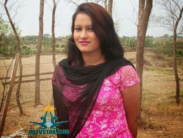 Bangladeshi+University+Girls+Hot+Photos005