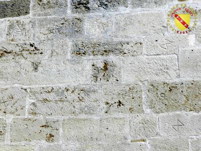 VOID-VACON (55) - Le château -Tour de l'Audience - Marques de tacherons ou lapidaires